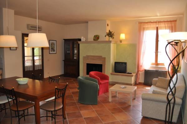 Appartamento toscana for Arredo casa montaione